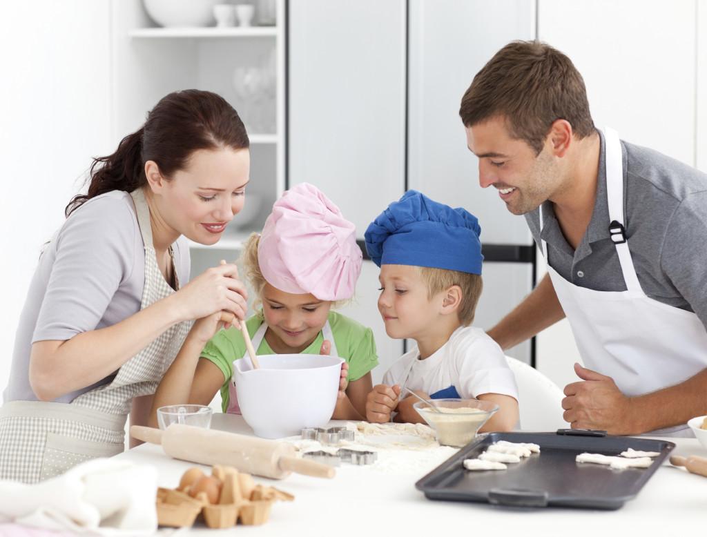family baking sugar cookies