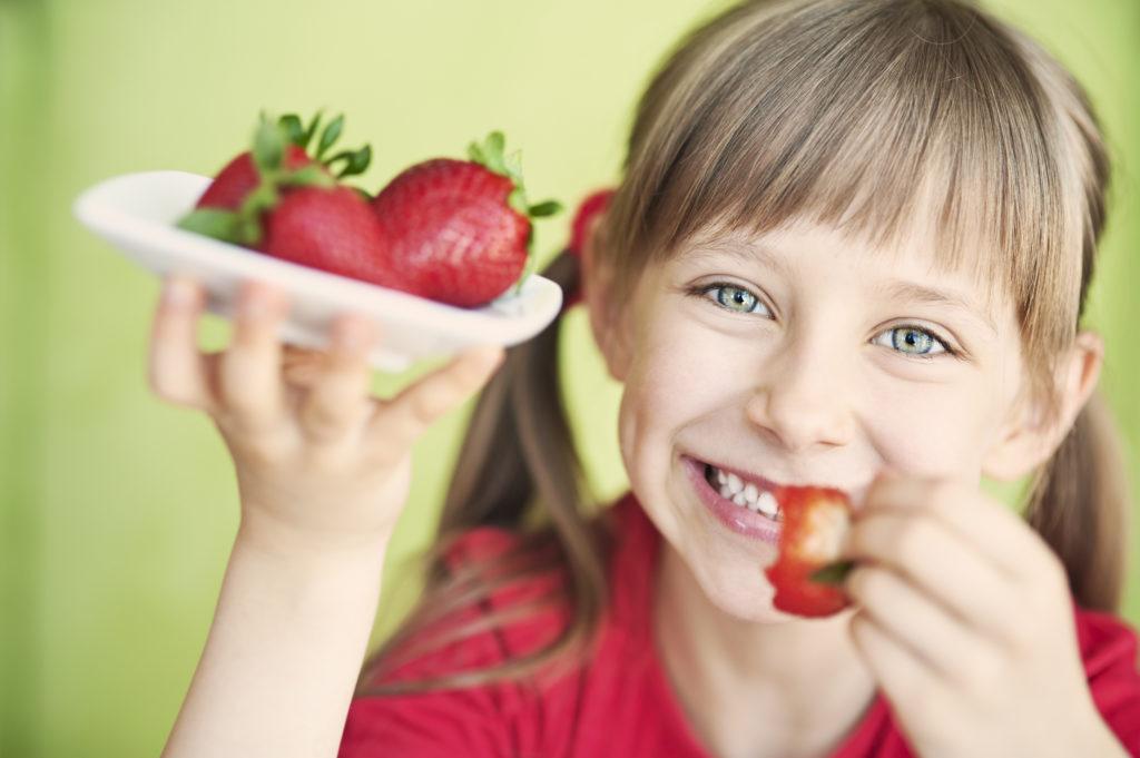 girl-eating-strawberries