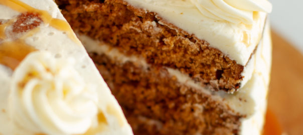 Gingerbread cake with vanilla buttercream frosting