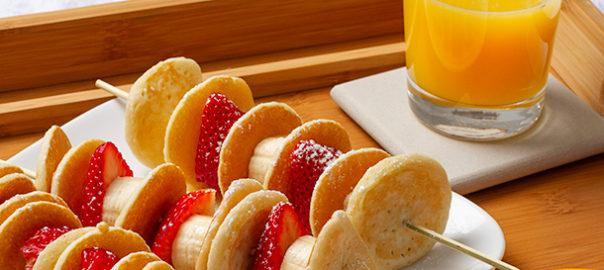 Pancake skewers with strawberries and bananas