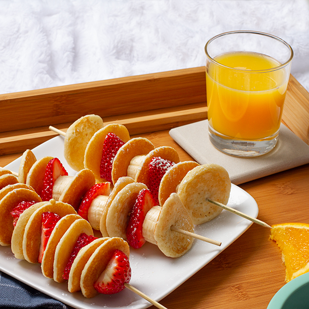 Pancake skewers with strawberries and bananas