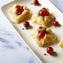 Brie and cranberry puff pastry bites
